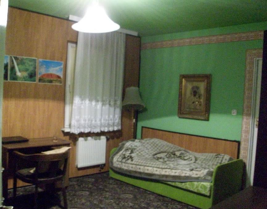 Sypialnia I Gabinet W Jednym Czasnawnętrze