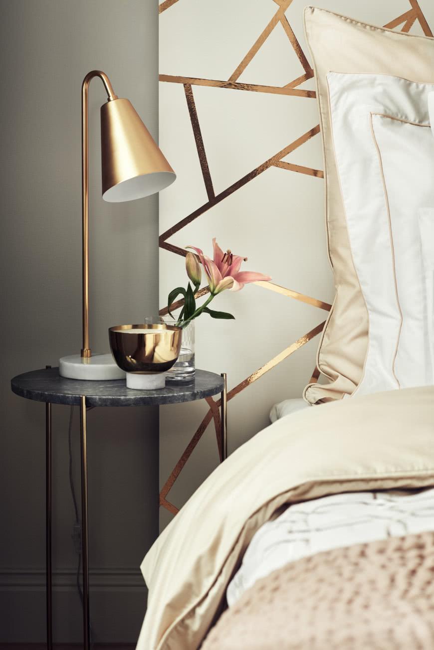 Złote Detale W Sypialni Czasnawnętrze