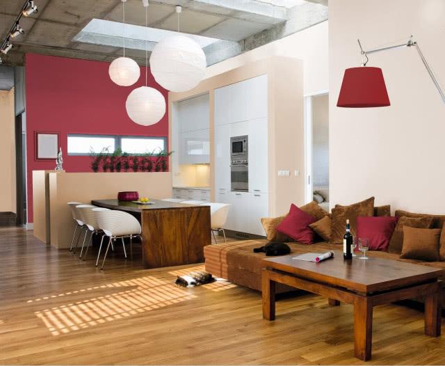 Стены окрашены водоразбавляемой латексной акрилово-композитной краской, обладающей повышенной устойчивостью к пятнам, грязи и пыли, образует прочное равномерное покрытие с матовым покрытием, TIKKURILA