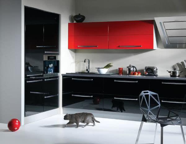 Ostre Czerwienie Kontra Czerń W Kuchni Czasnawnętrze