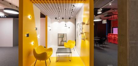 Teatr światła. AQForm otworzyło Centrum Badawczo-Rozwojowe oraz showroom