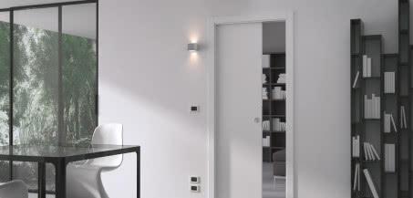 ECLISSE LUCE - system przesuwny do drzwi chowanych