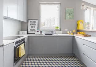 Jak zaaranżować kuchnię w bloku? Poznaj sposoby architektów!