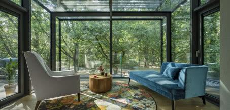 Las w centrum stolicy? Mieszkanie z zimowym ogrodem otoczonym drzewami!
