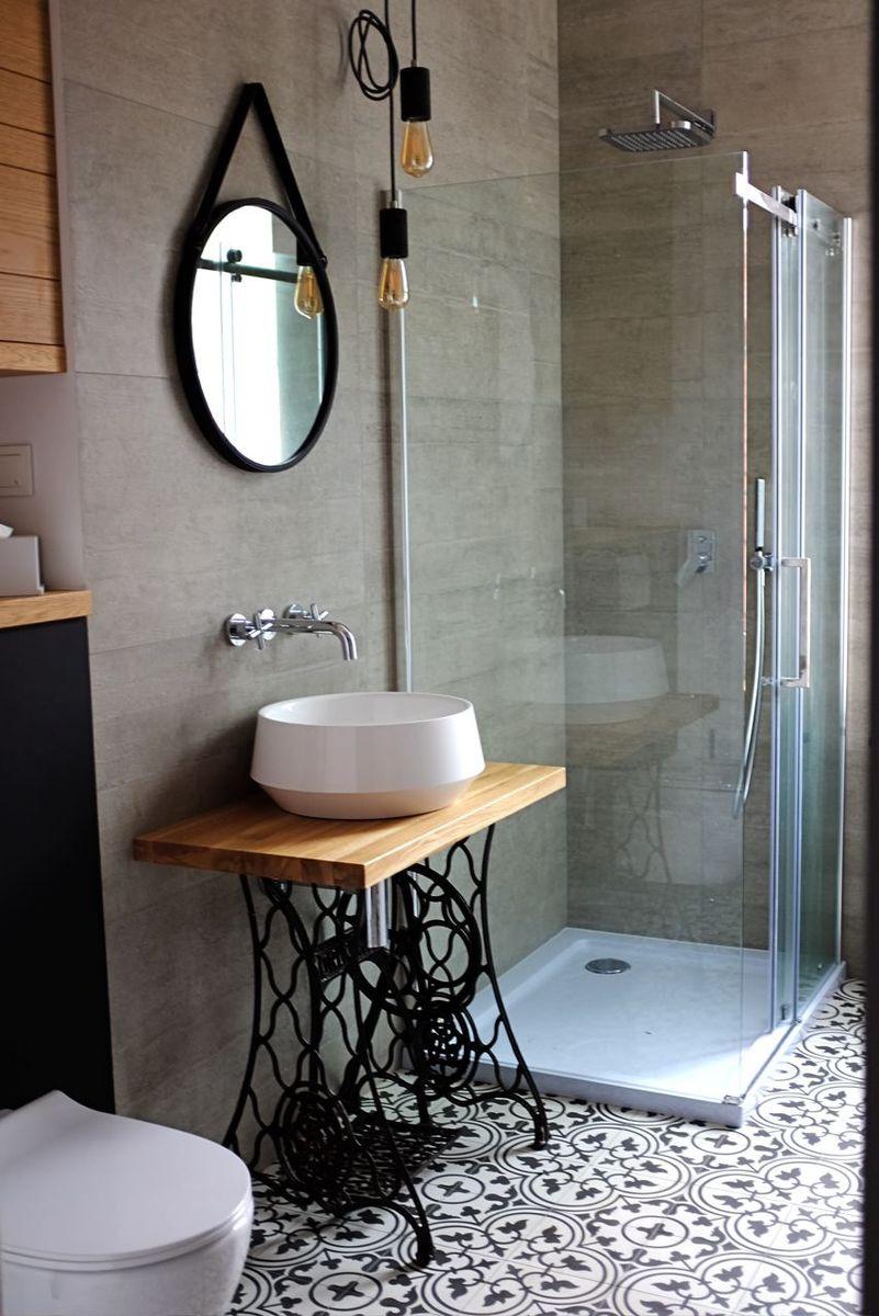 Nowoczesna łazienka W Kamienicy Z Akcentami Retro